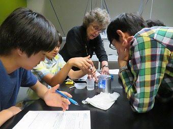 中等部校外学習「リバティサイエンスセンターでの燃料電池実験」
