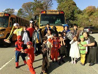 午後から、仮装したまま授業を受けて、そのまま下校バスに乗りました。