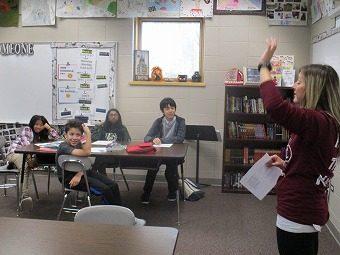 ペアの生徒と一緒に授業に参加しました。