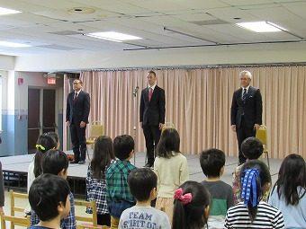 3名の先生の離任式を行いました。